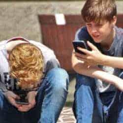 social-pain-phone-use